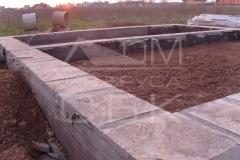 monolitnyj-lentochnyj-fundament-dlja-derevjannogo-doma-iz-brusa-4