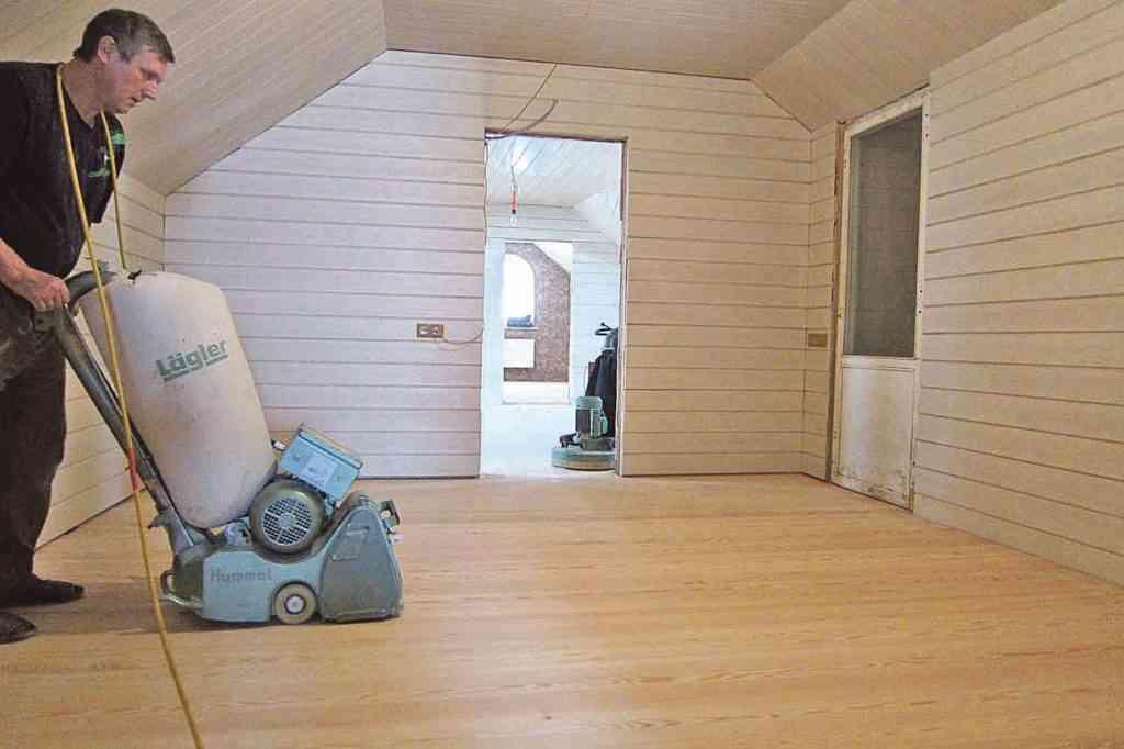 шлифовка деревянного пола в доме из бруса