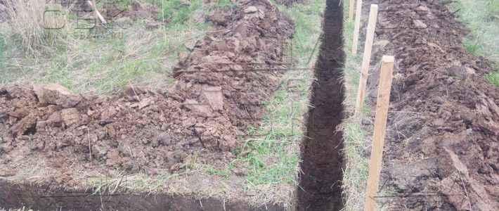 Копка траншеи под ленточный монолитный фундамент для деревянного дома из бруса 8 х 8 м (часть 1)