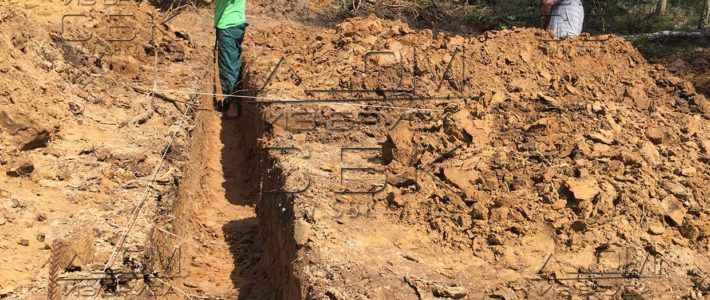 Свайно-ростверковый фундамент для дома из бруса – отрывка траншеи (часть 3)
