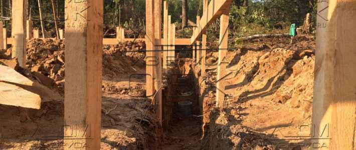 Свайно ростверковый фундамент – бурение лунок под и установка стоек опалубки (часть 4)