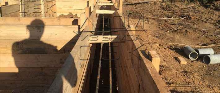 Фундамент свайно-ростверковый под брусовой дом 7 х 7 – опалубка и укладка арматуры (часть 5)