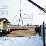 Разгрузка манипулятором домокомплекта бани из ОЦБ для строительства в Сергиев Посаде