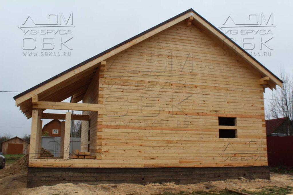 Дом из профилированного бруса 8 х 8,5 фасад 1 с крыльцом