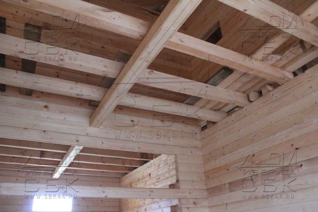 Дом из профилированного бруса 8 х 8,5 матица под балки