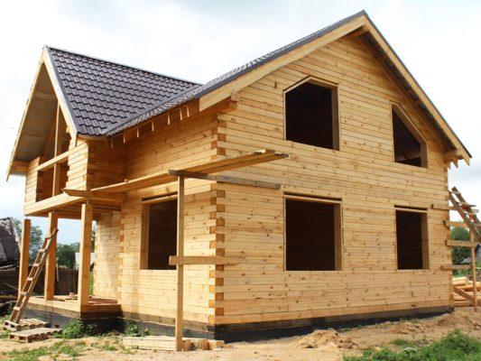 Дом из профилированного бруса 8 х 9 м с балконом в деревне Семёнково, Костромского района