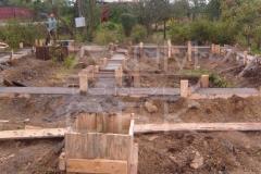 monolitnyj-lentochno-stolbchatyj-fundament-dlja-doma-iz-brusa-1