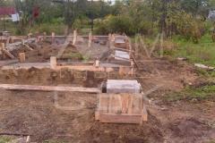 monolitnyj-lentochno-stolbchatyj-fundament-dlja-doma-iz-brusa-2