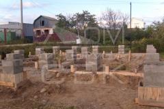 monolitnyj-lentochno-stolbchatyj-fundament-dlja-doma-iz-brusa-4