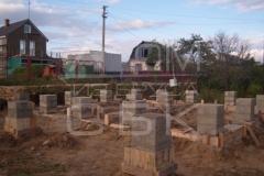 monolitnyj-lentochno-stolbchatyj-fundament-dlja-doma-iz-brusa-5
