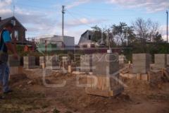 monolitnyj-lentochno-stolbchatyj-fundament-dlja-doma-iz-brusa-6