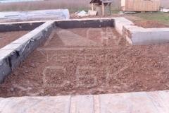 monolitnyj-lentochnyj-fundament-dlja-derevjannogo-doma-iz-brusa-6
