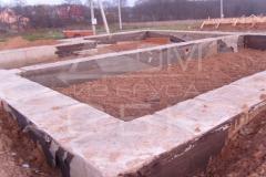 monolitnyj-lentochnyj-fundament-dlja-derevjannogo-doma-iz-brusa-9