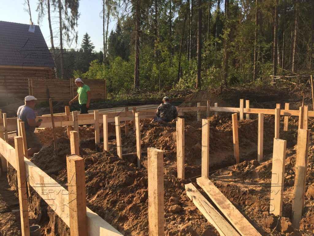 Свайно-ростверковый фундамент под дом из бруса