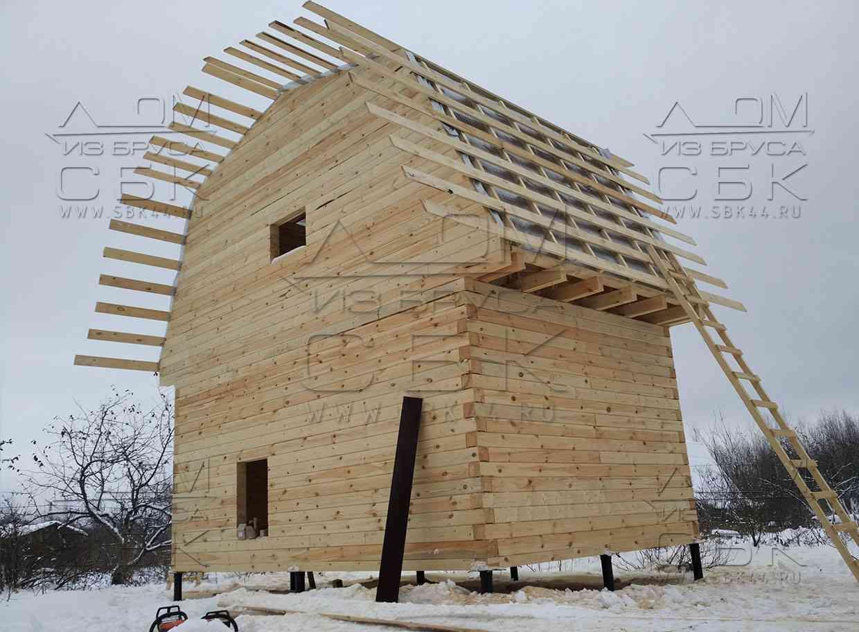 Дачный домик из профилированного бруса с ломаной крышей - обрешетка