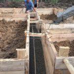 Свайно-ростверковый фундамент под дом из профилированного бруса – заливка бетона