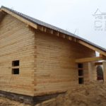 Дом из профилированного бруса 8 х 8,5 под металлочерепицу