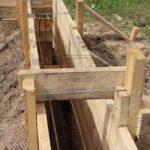 Дом из профилированного бруса 8 х 8,5 фундамент - опалубка стойки на шпильках