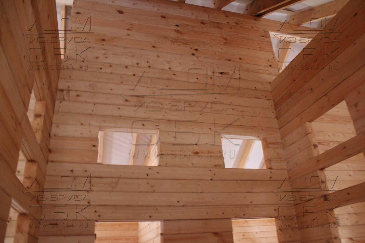 Дом из профилированного бруса 8 х 8,5 стена до конька