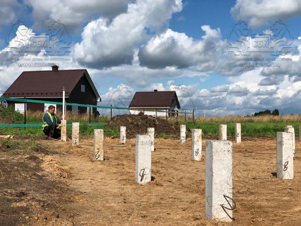 Свайный фундамент (жб сваи) под дом 11х12 из обычного бруса (фото 1)
